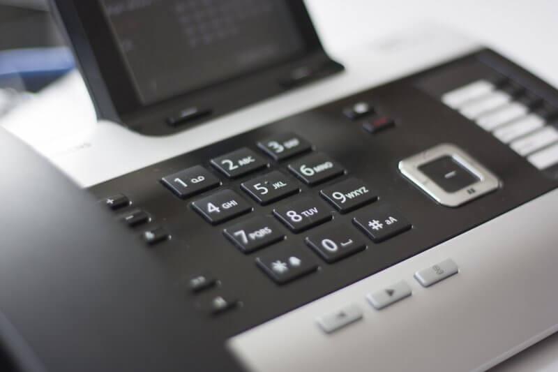 オフィスの電話機
