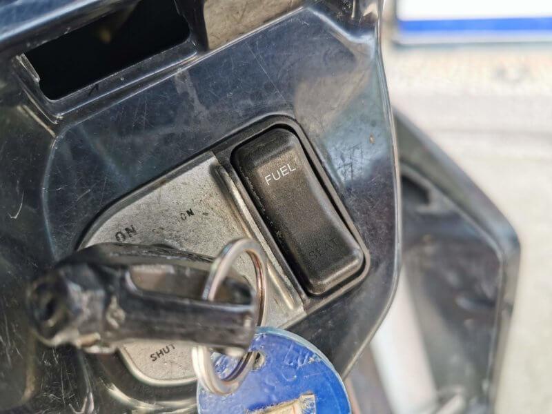 オートバイの給油
