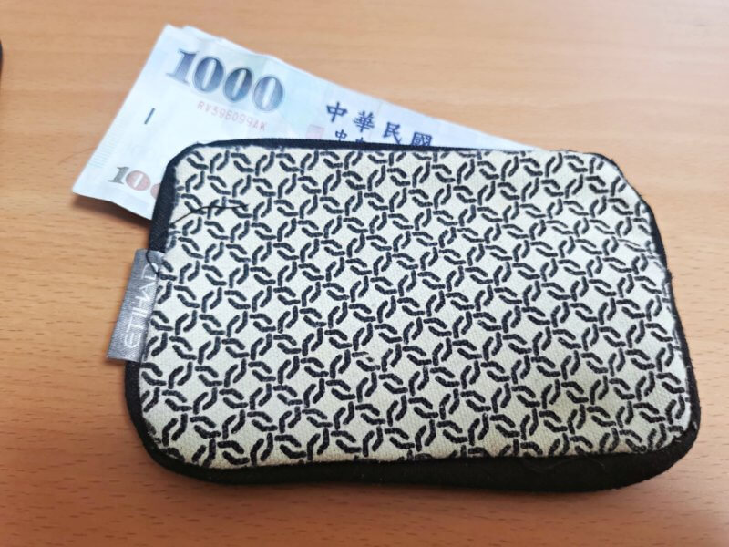 サイフと紙幣(台湾)
