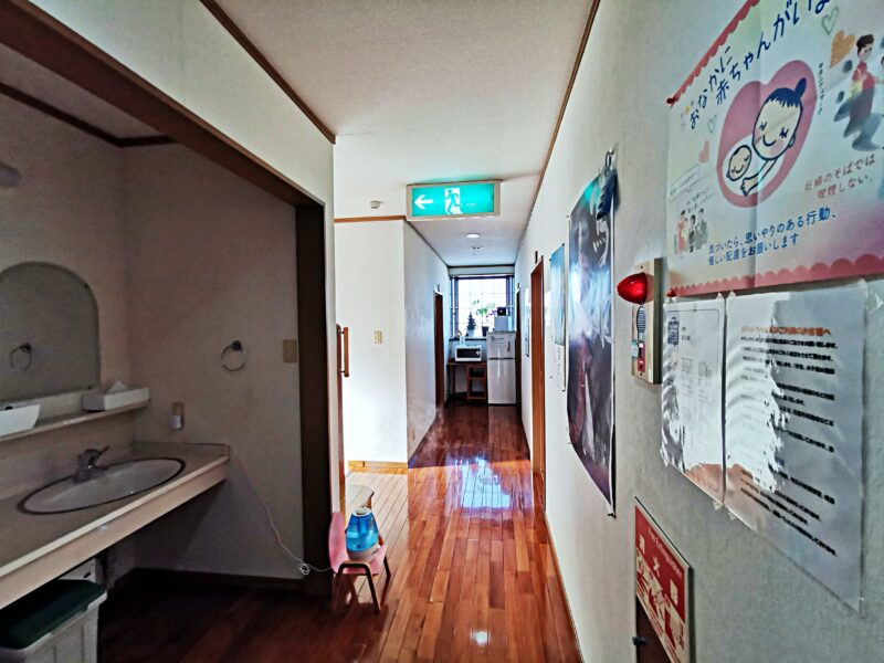 「民宿たかよし」の廊下